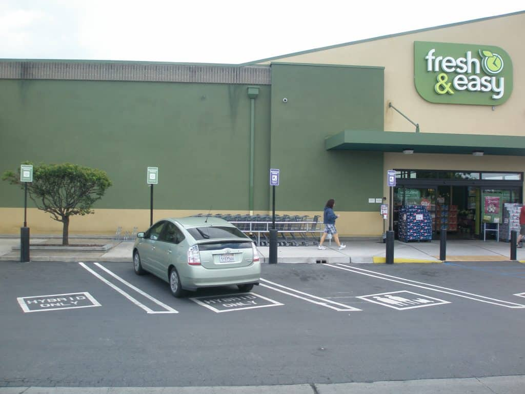A Fresh & Easy store with hybrid parking bays out front