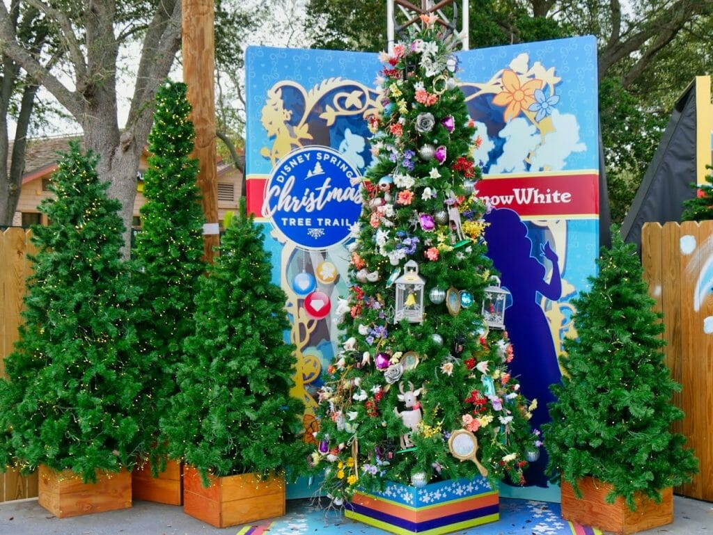 A Snow White Christmas tree decorated with Snow White decorations
